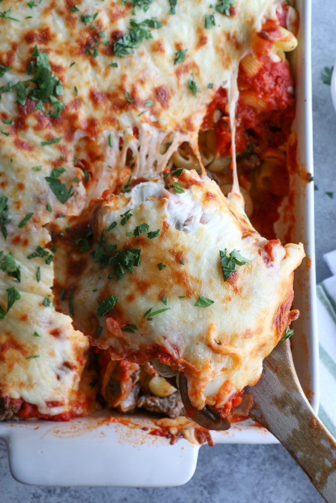 Italian Pasta Bake! Fall is finally here and that means comfort food! This Italian Pasta bake is so easy to make and delicious!